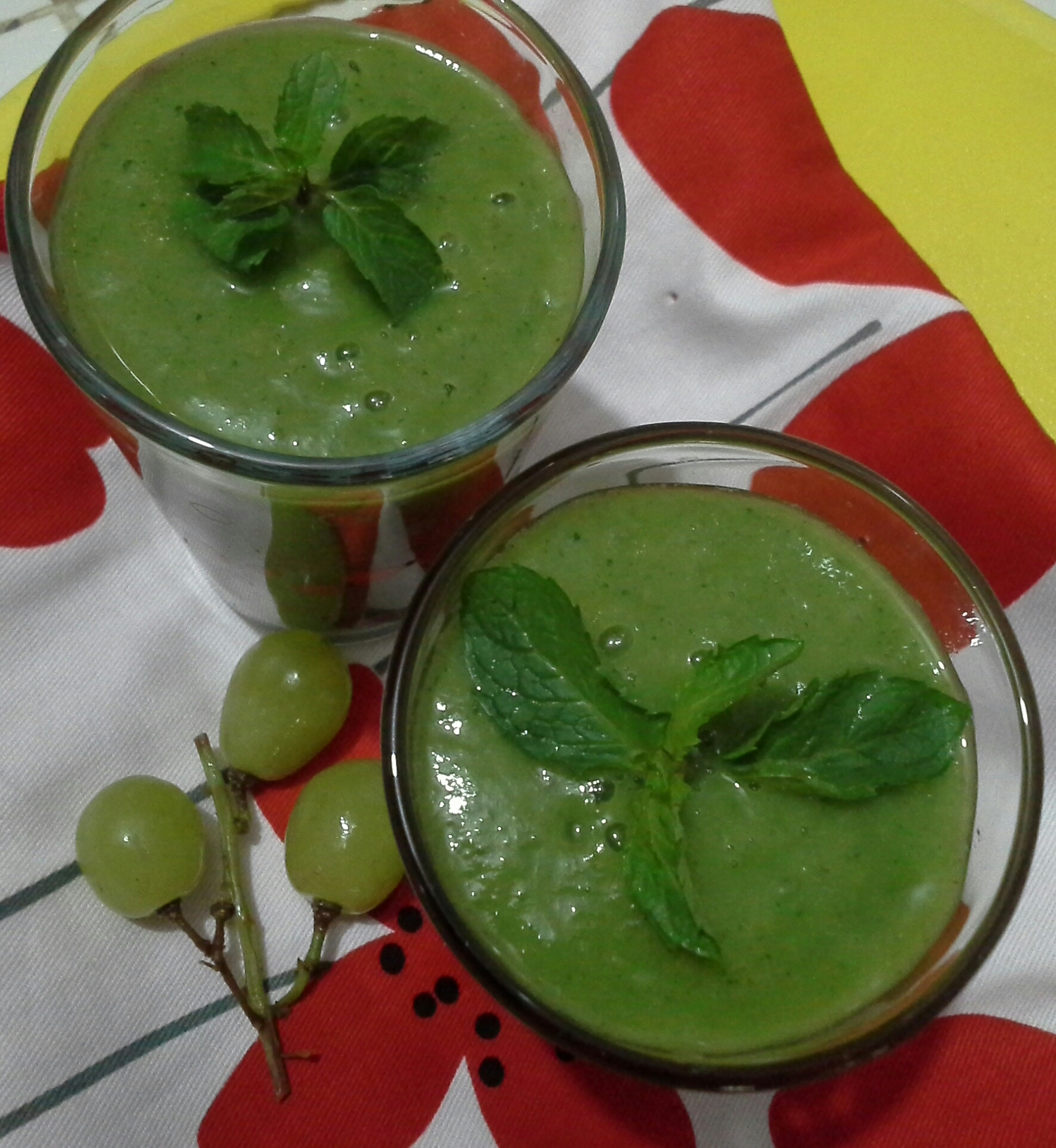 Garnish with mint leaves or grapes